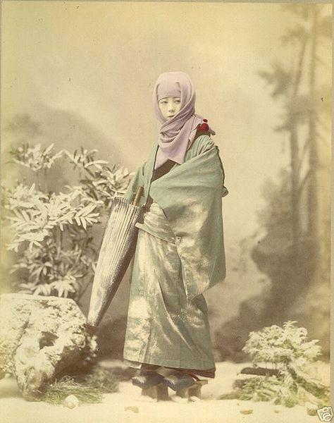 474px-raimund_von_stillfried_-_geisha_in_winter_costume_ca-_1885_albumen