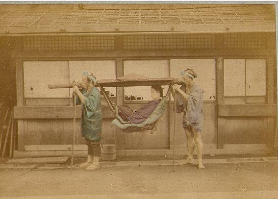 baron_raimund_von_stillfried_und_rathenitz_1839-1911_-_japanese_woman_carried_in_kago_-_n-_1043